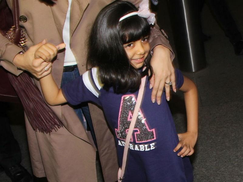 Photo : बेटी संग कान्स के लिए रवाना हुई ऐश्वर्या, आराध्या ने दिया क्यूट पोज...