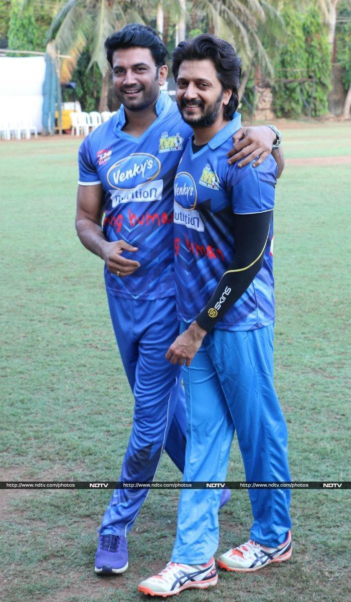 मुंबई हीरोज मैच में शामिल हुए बॉलीवुड के ये स्टार्स