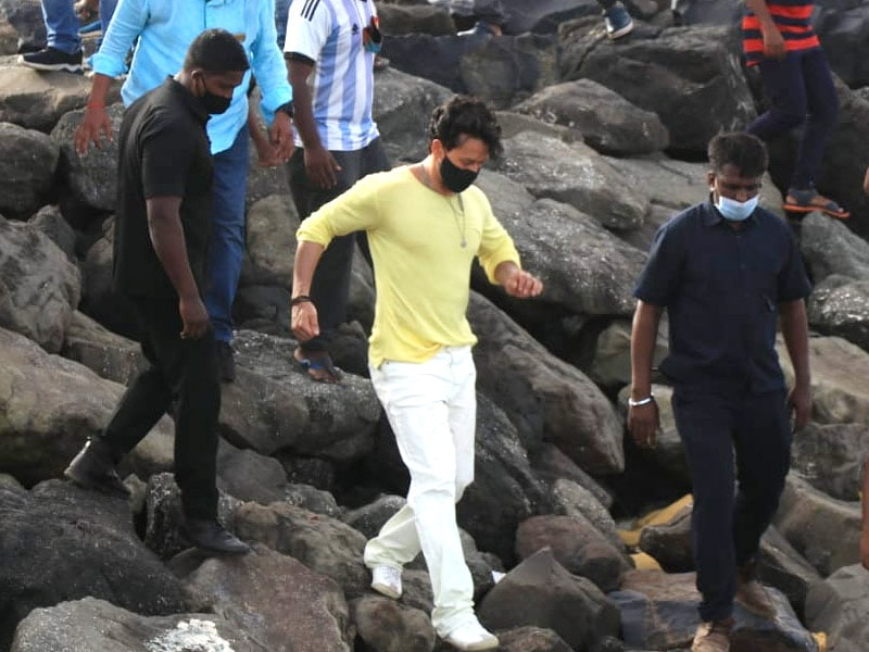 Photo : Busy Bee Tiger Shroff Answers The Work Call