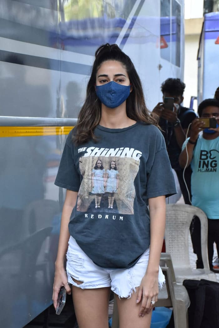 Summer Is Here And Tees Are Out For Kareena Kapoor, Ananya Panday