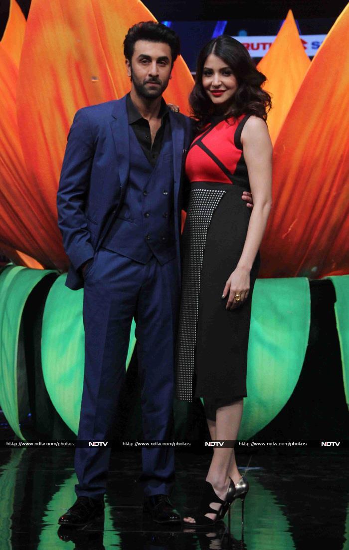 Ranbir and Anushka Perform in Club Bombay Velvet