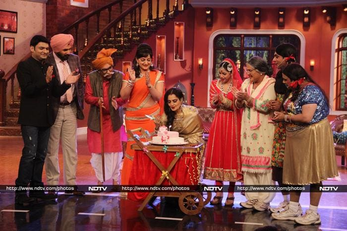 Super Rekha Turns Singer on Comedy Nights With Kapil
