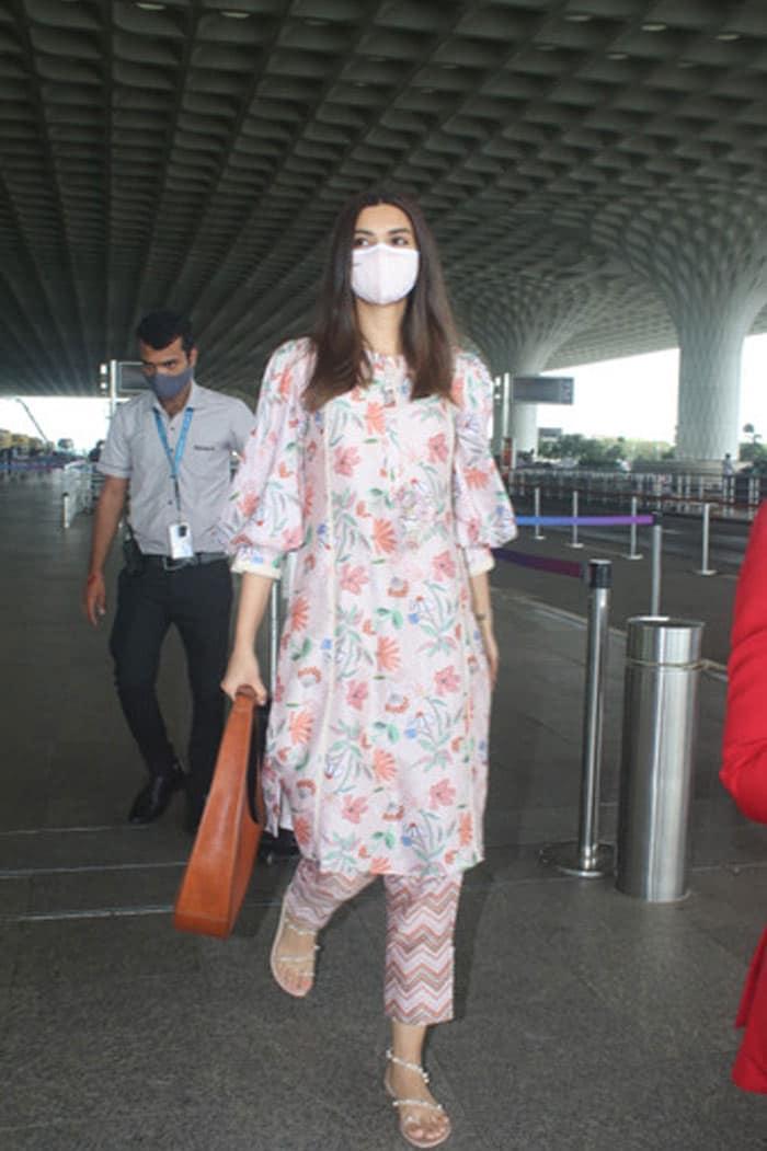 Couple Spotting: Alia And Ranbir\'s Airport Tales