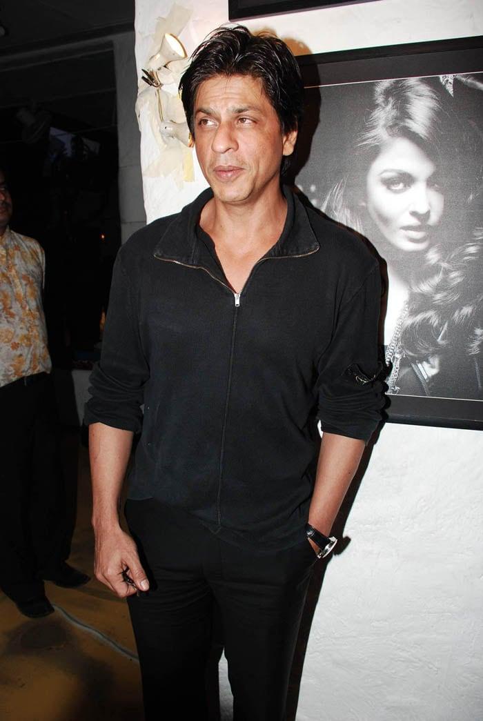 SRK, Hrithik unveil Dabboo\'s calendar