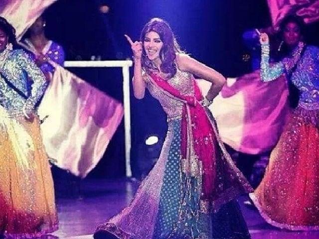 Photo : Priyanka dances for a prince and his new bride