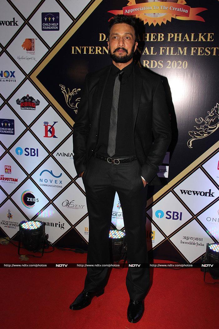 दादासाहेब फाल्के इंटरनेशनल फिल्म फेस्टिवल अवॉर्ड्स में इन सितारों ने की शिरकत