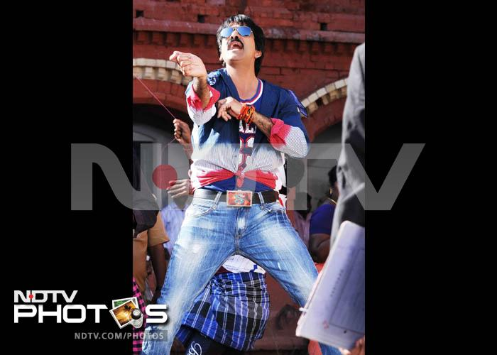 New stills: Ravi Teja in Daruvu