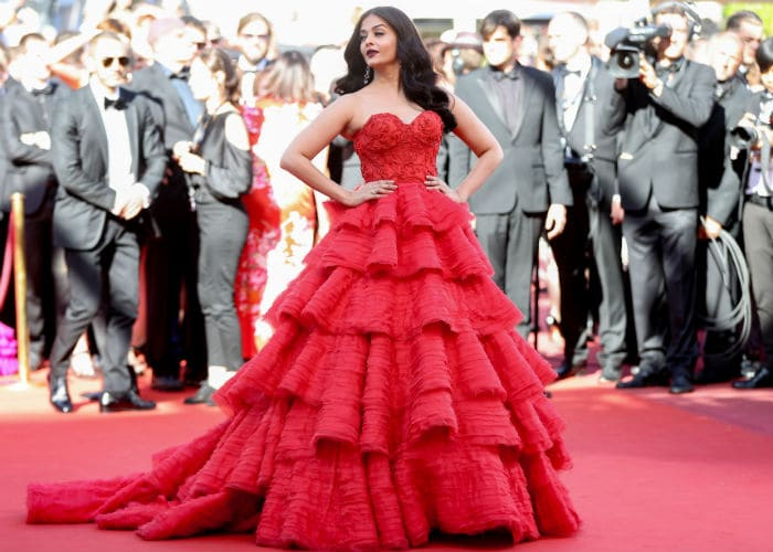 A red gown on red carpet, Aishwarya, with a princess, also seen ashadhaa ...