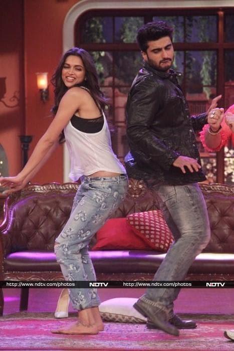 Deepika Goes Red Finding Fanny, Arjun Smiles