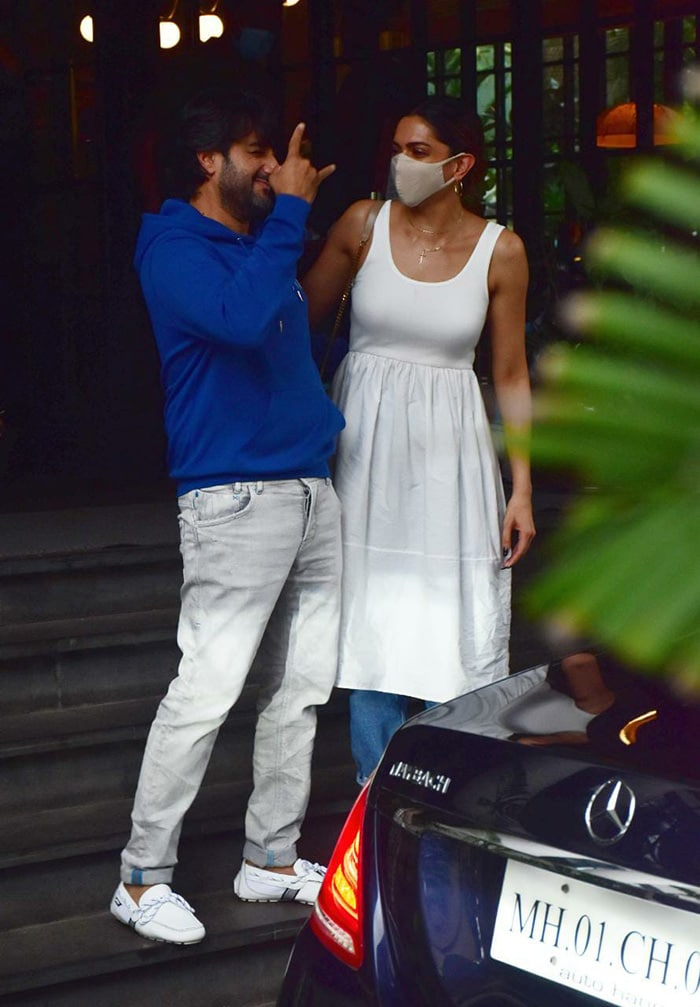 Deepika, Hrithik And Siddharth Anand\'s Work Diaries