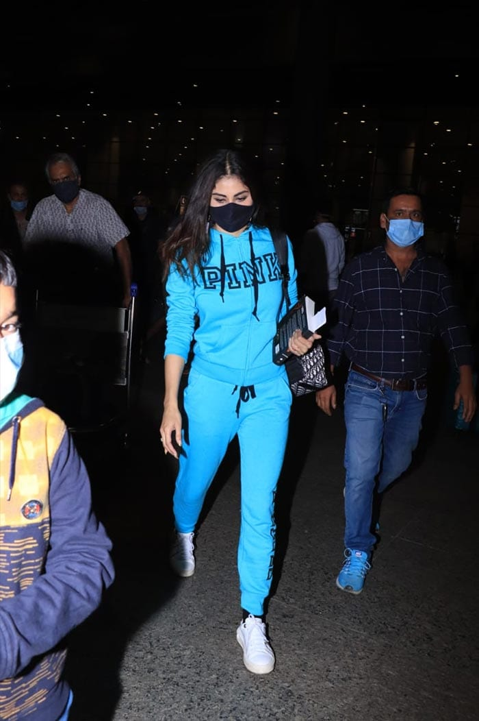 What\'s Not To Love About Deepika And Mouni\'s Airport Style?