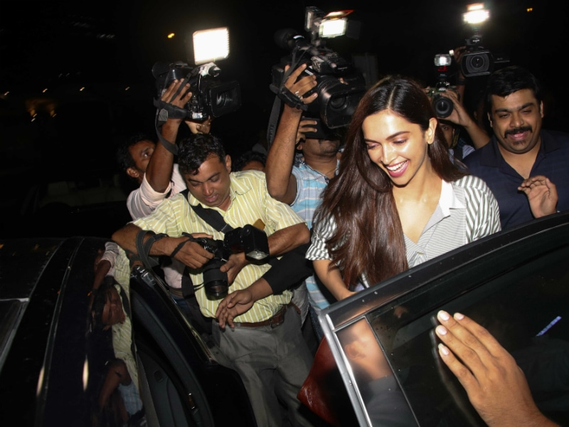 Deepika Padukone, Mobbed By Paps, Knew Just What To Do