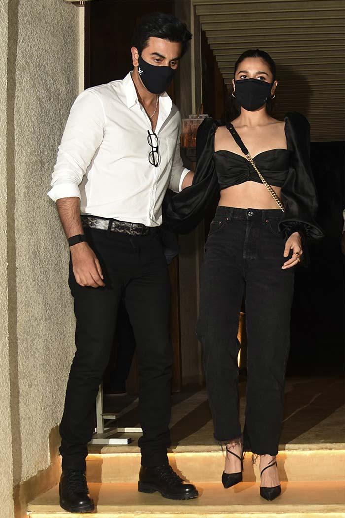 At Deepika Padukone\'s Birthday Party: Ranveer Singh, Ranbir Kapoor, Alia Bhatt And Others