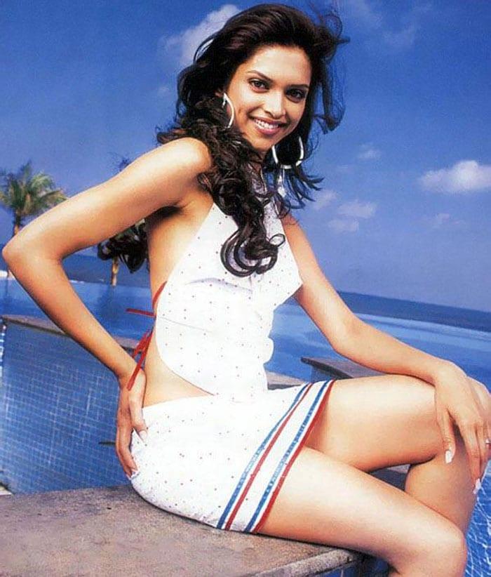 Deepika\'s itsy bitsy skirts!