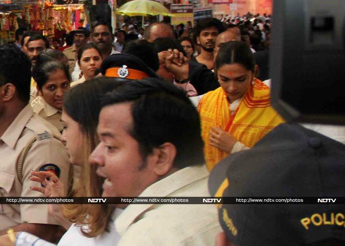 Padmaavat\'s Deepika Padukone Visits Siddhivinayak