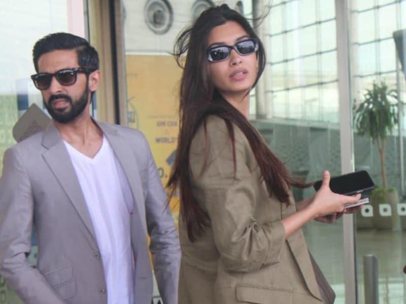 Photo : अपने बॉयफ्रेंड के साथ एयरपोर्ट पर दिखाई दीं डायना पैंटी!
