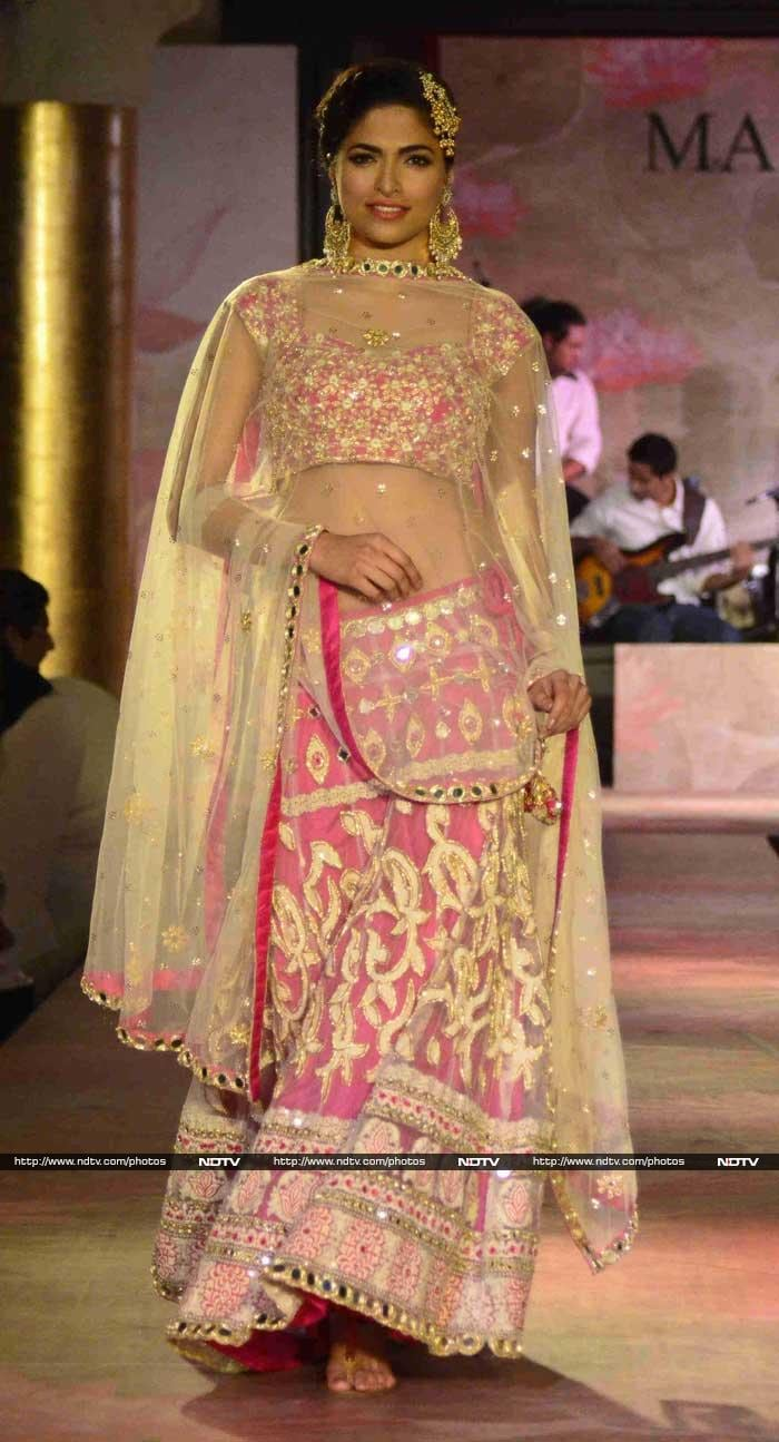 Ramp Walk For a Cause: Parvathy, Vivek, Anusha