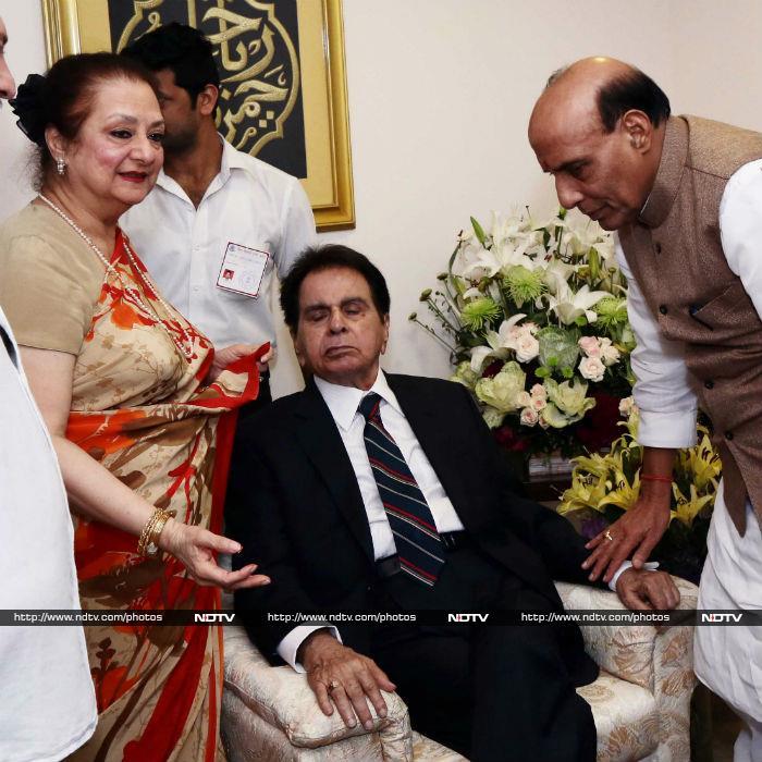 Inside Pics From Dilip Kumar\'s Padma Vibhushan Ceremony