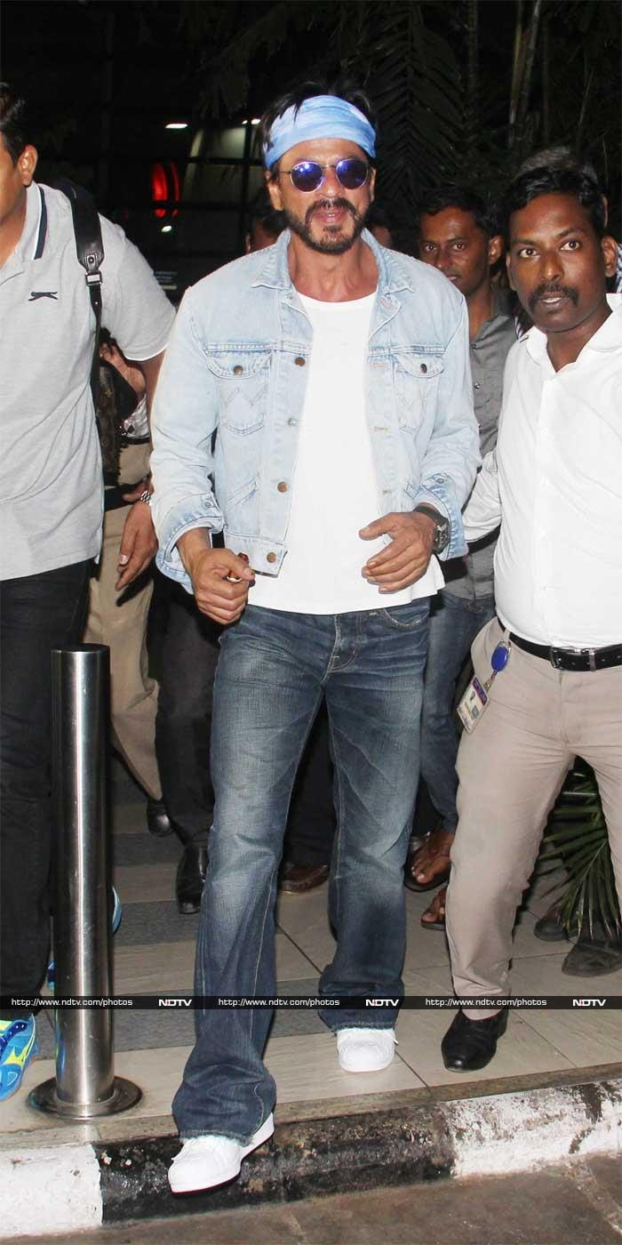 SRK Touches Down in Mumbai Ahead of Gauri\'s Birthday