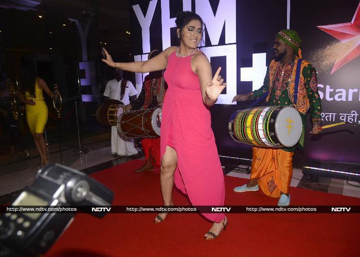 Divyanka Tripathi And Team Yeh Hai Mohabbatein Have 1,500 Reasons To Smile
