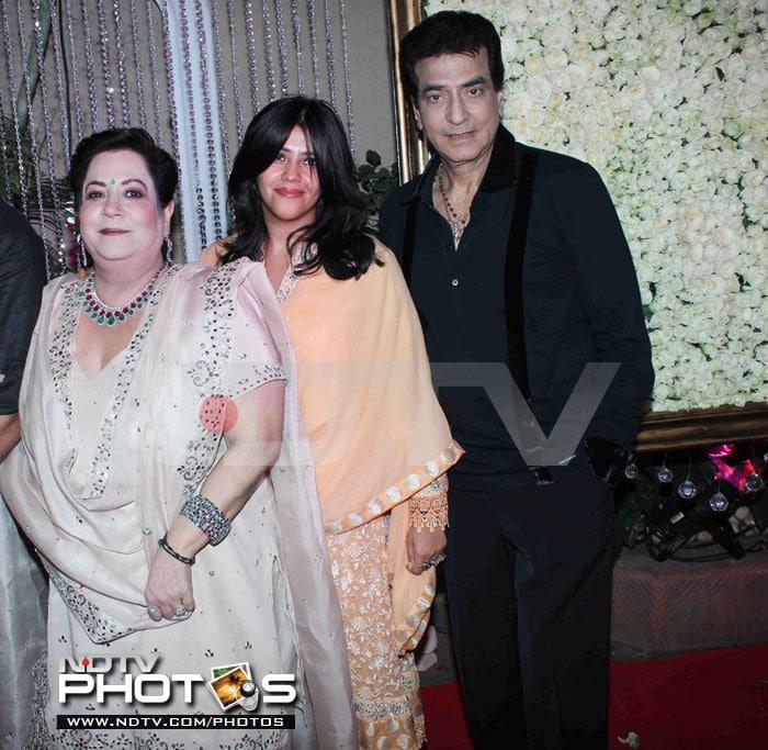 Shilpa, Shamita start Diwali party