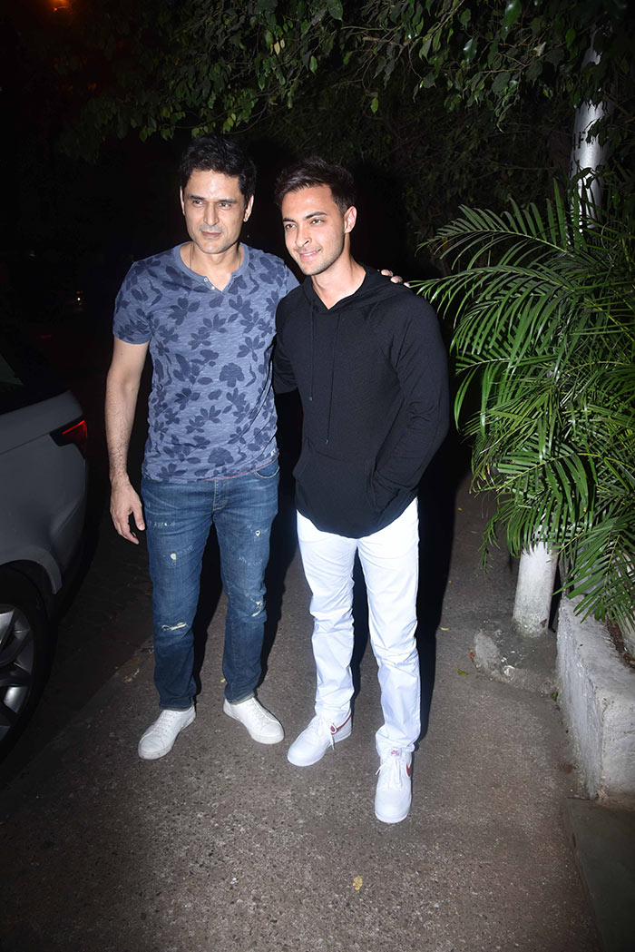 Sunny Leone, Lara Dutta And Others At Star-Studded Birthday Party
