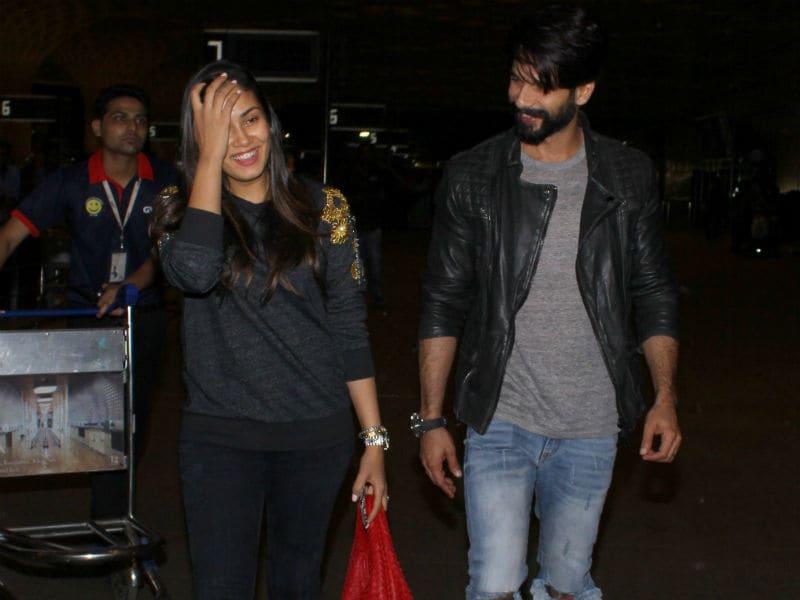 Photo : एयरपोर्ट पर दिखा शाहिद और मीरा का यह ऑसम लुक...