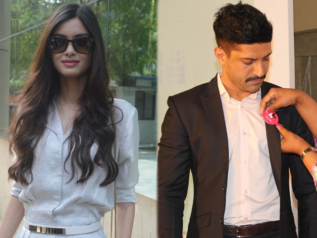 A Traveller And  Women's Rights Champion: Diana Penty, Farhan Akhtar