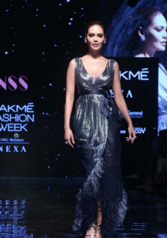 Shibani Dandekar And Farhan Akhtar Made Heads Turn At Lakme Fashion Week