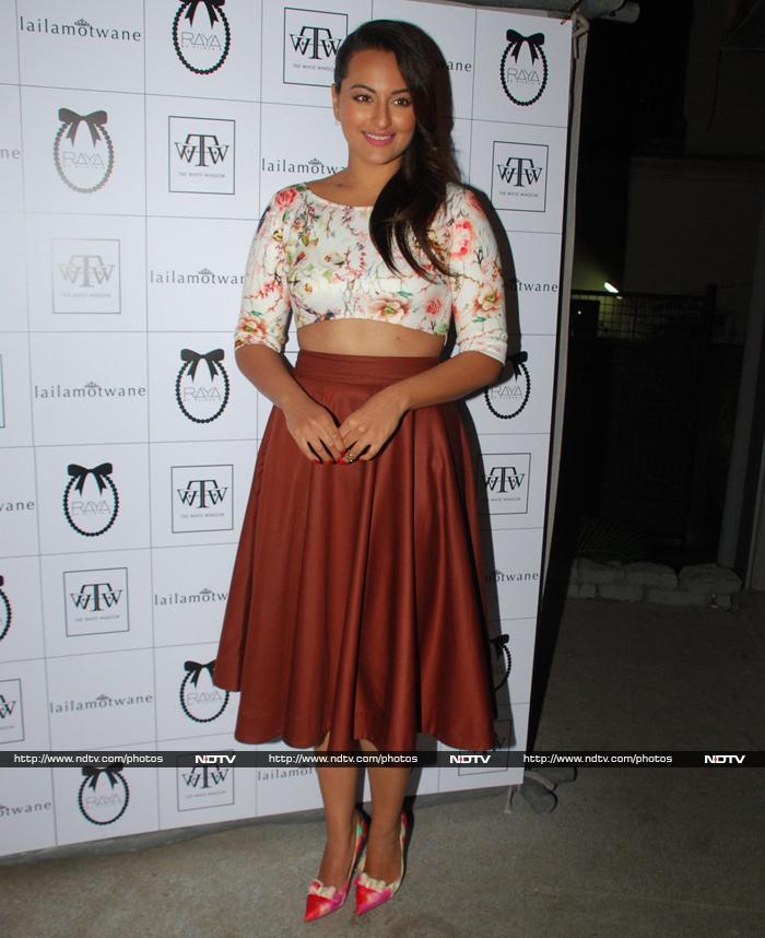 Fashionista Outing: Karisma, Twinkle, Sonakshi, Juhi
