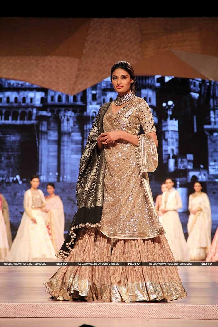 Uff Teri Ada: Huma Qureshi, Athiya Shetty