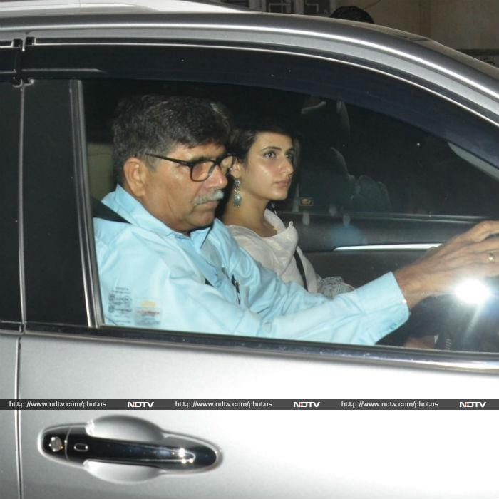 On Thugs Of Hindostan Day, Fatima And Others Visit Aamir
