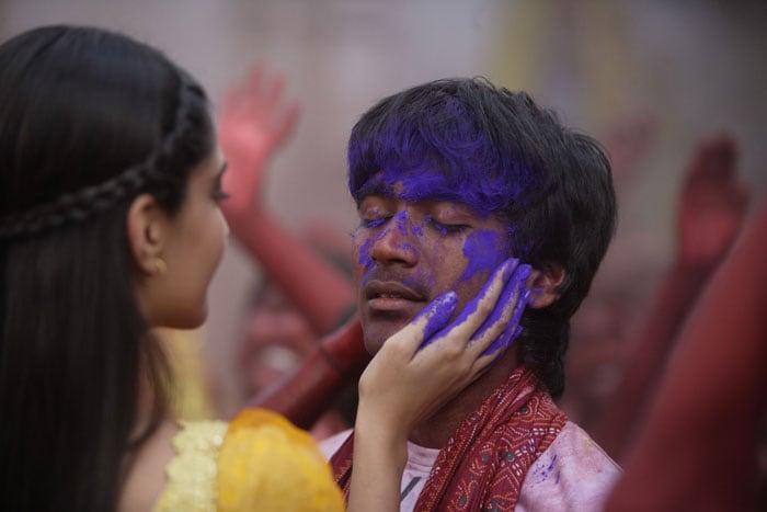 Roadside Romeo Dhanush flirts with Sonam