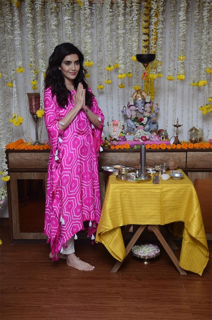From Genelia-Riteish And Other Stars\' Ganesh Chaturthi Festivities