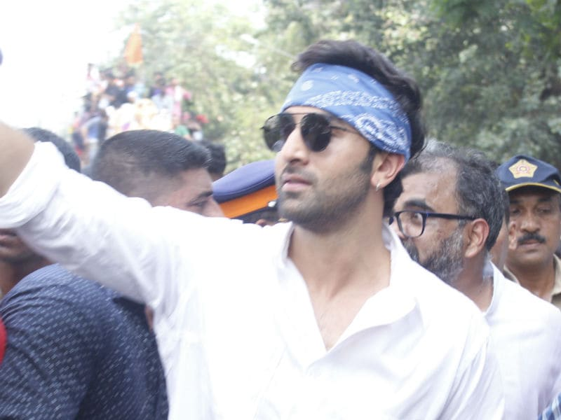 Ranbir Kapoor And Family Lead Ganpati Visarjan At RK Studio