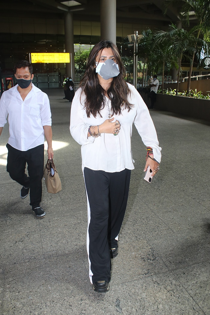 Gauri Khan And Son Aryan Fly To New York