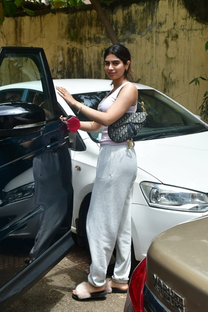 Nothing To See Here. Just Genelia D\'Souza, Khushi Kapoor Serving Major Work Out Motivation