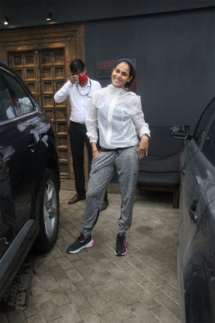 Actress Genelia D\'Souza was on Monday spotted outside her gym.