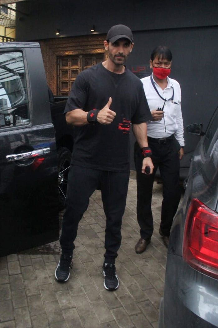 John Abraham gave a thumbs up to the mediapersons present outside the gym.
