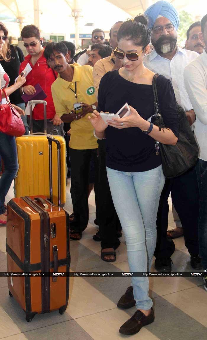 Gauri Khan\'s Starry Guests Leave for Goa: Preity, Elli, Urvashi