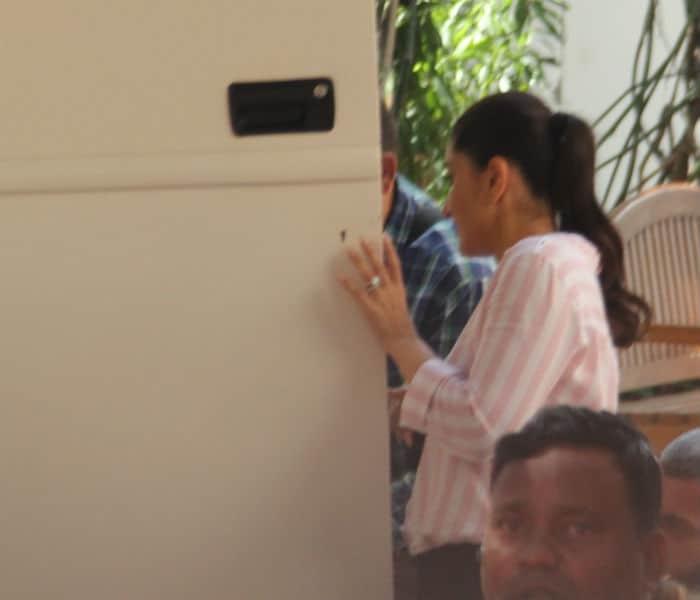 लंच के लिए करीना कपूर की फिल्म के सेट पर पहुंचे तैमूर अली खान
