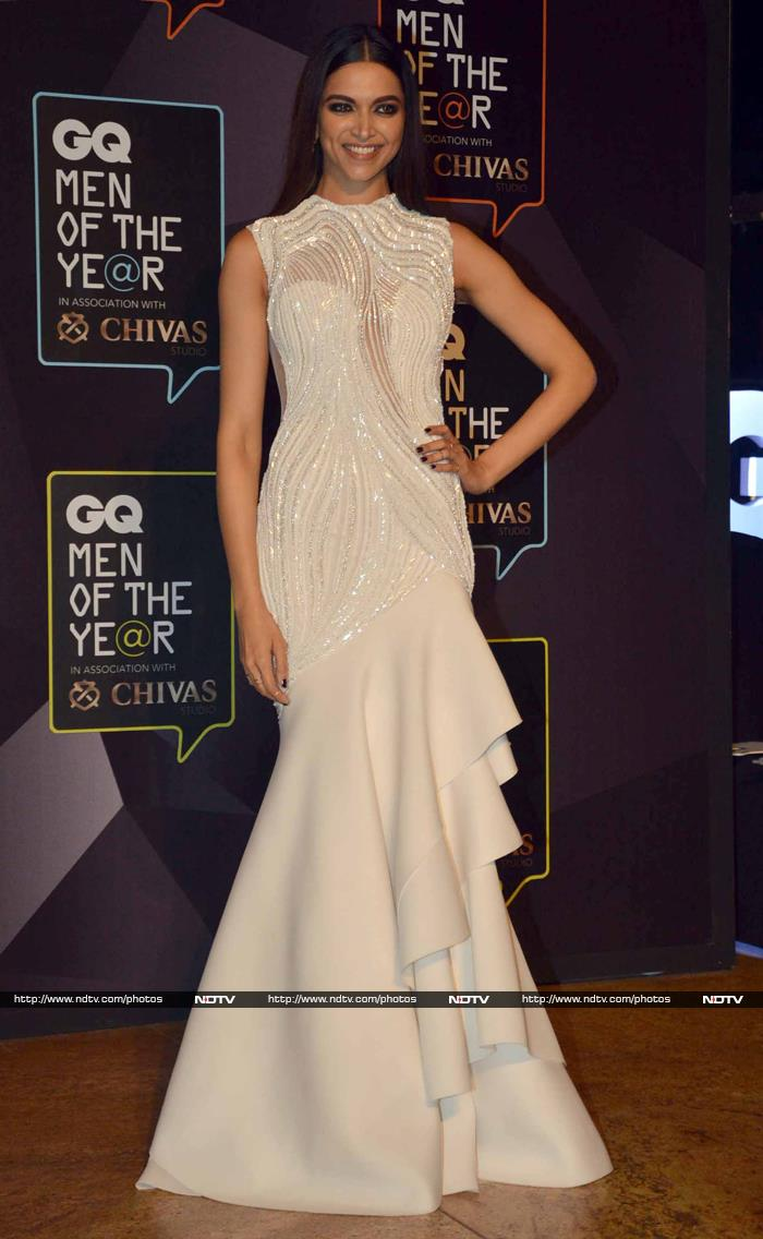 https://drop.ndtv.com/albums/ENTERTAINMENT/gq-awards/deepika_271515_171534_1309.jpg Deepika Padukone And Kareena Kapoor Same Dress