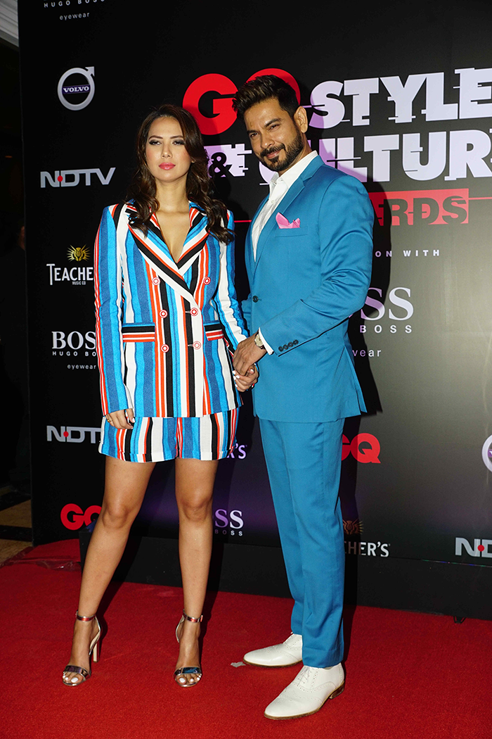 Anushka Sharma, Busy Bee, Lit Up Award Night In Style