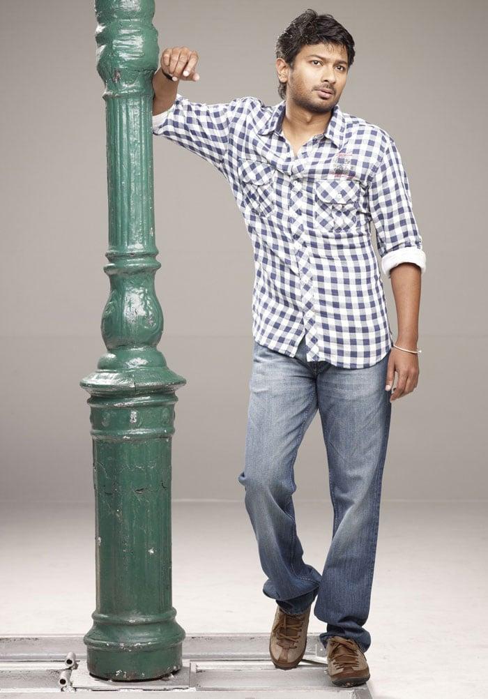 Hansika sizzles in Tamil movie Oru Kal Oru Kannadi
