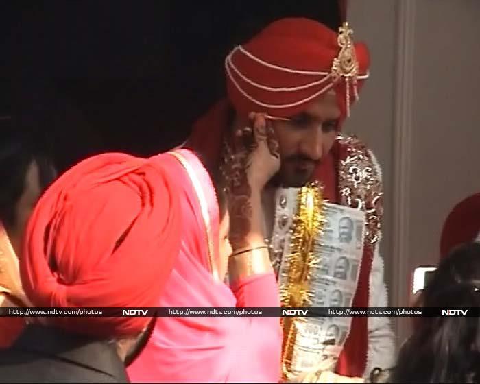 Harbhajan Singh Marries Geeta Basra, Sachin is A-List Baraati