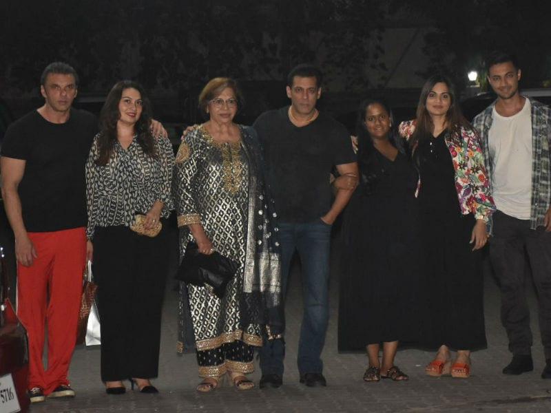 Salman And Khandaan Saath-Saath Hain On Helen's Birthday