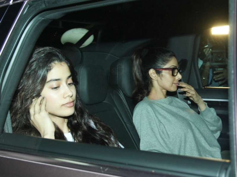 Photo : Sridevi, Jhanvi's Special Appearance At Helen's Birthday Party Hosted By Salman Khan