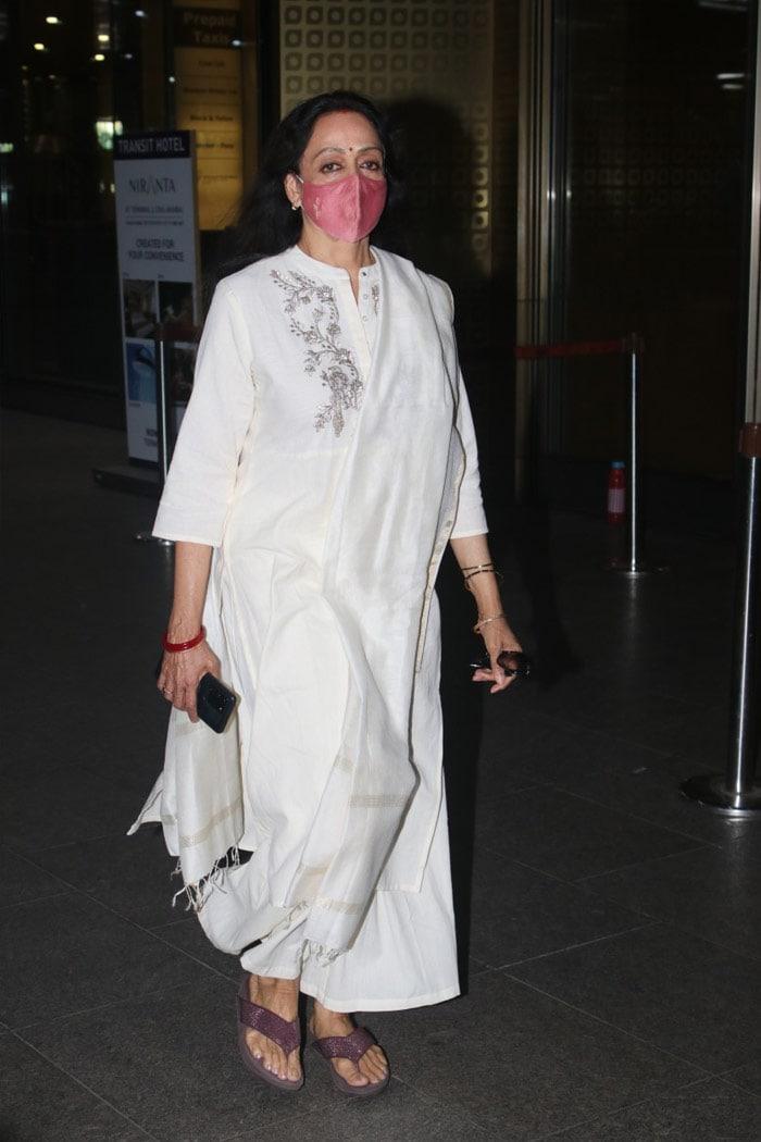 Hema Malini And Shahid Kapoor\'s Airport Diaries