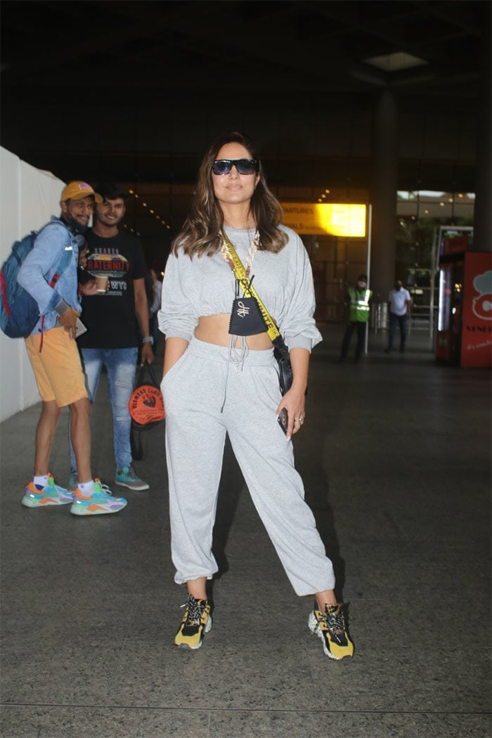 Travel Time For Hina Khan