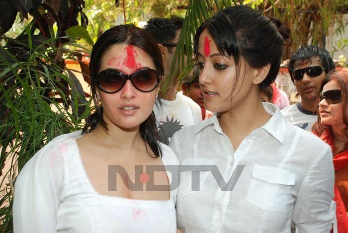Stars at Holi bash (2011)